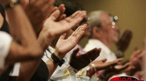 fideles-catholiques-en-prieres