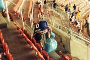 Les-fans-du-Japon-nettoient-leurs-sieges_scalewidth_630