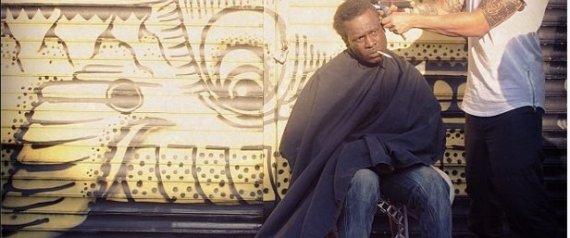 À New-York, un coiffeur coupe gratuitement les cheveux des sans-abris (3/4)