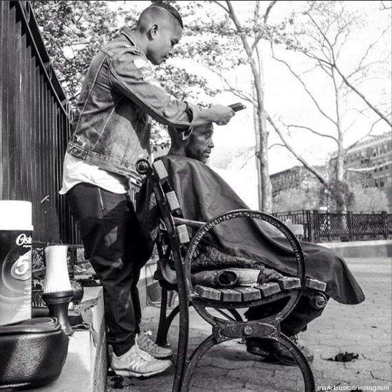 À New-York, un coiffeur coupe gratuitement les cheveux des sans-abris (2/4)